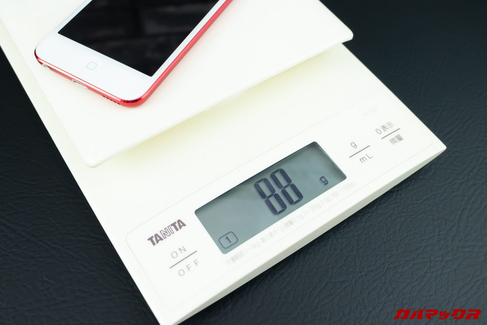 iPod touch(第7世代)は88gという超軽量なボディ。