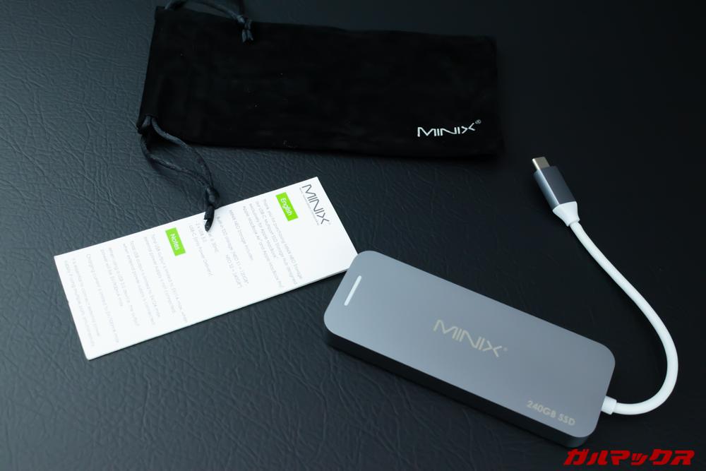 MINIX NEOの付属品は本体以外に取扱説明書、持ち運びポーチが付属