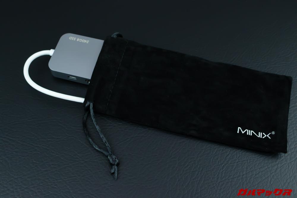 MINIX NEOの保護ケースは生地的に少々ホコリが付着しやすい