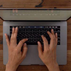 新型MacBook Pro 13インチ、前モデルより最大83%高速化
