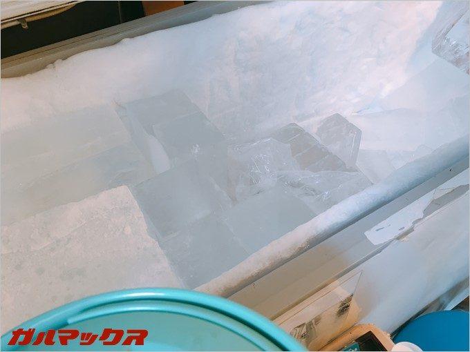 透明な氷が非常に美しい