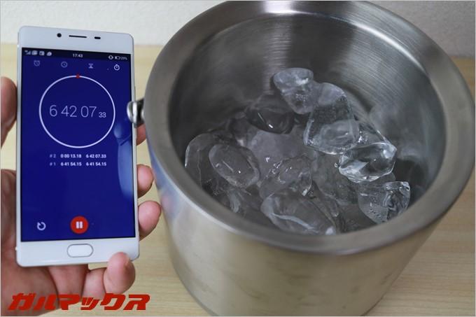 約7時間放置しても氷は原型を保っていました