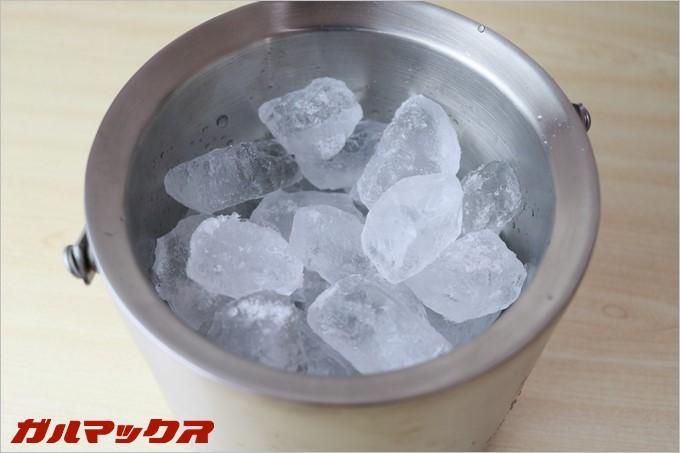 アイスバケットには1.1kgのカチ割り氷がすっぽりと収まります。