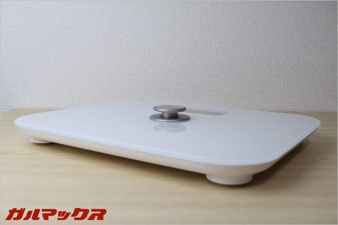 dodocool製の体重計DA100の中央はペダルと鳴っており、これをプシュプシュ押すと発電します。