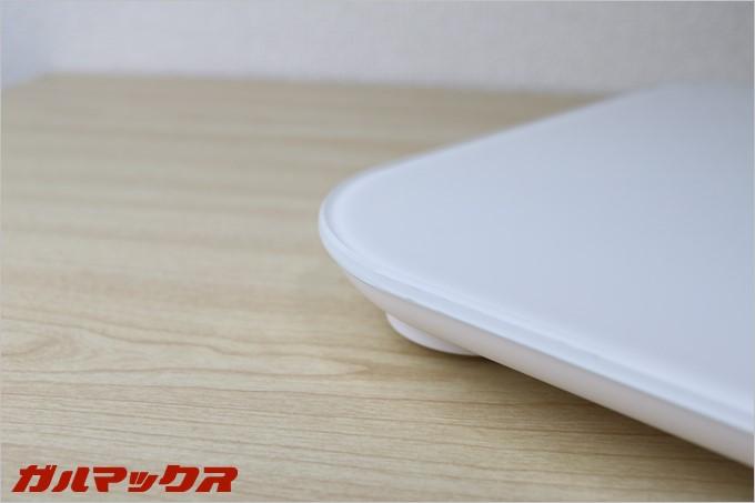 dodocool製の体重計DA100の天板はガラス製ですが丁寧な面取り加工が施されているので心配はありません。
