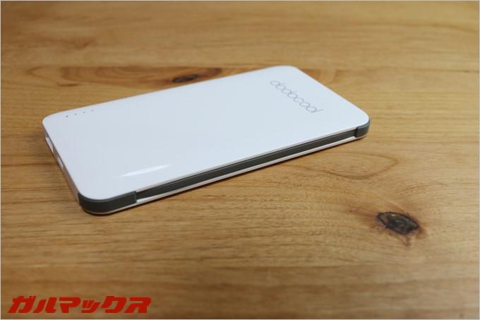 スマートフォンに挿し込む端子部分も本体にすっぽり入るのでケーブルを持ち歩く時に非常にコンパクトです。