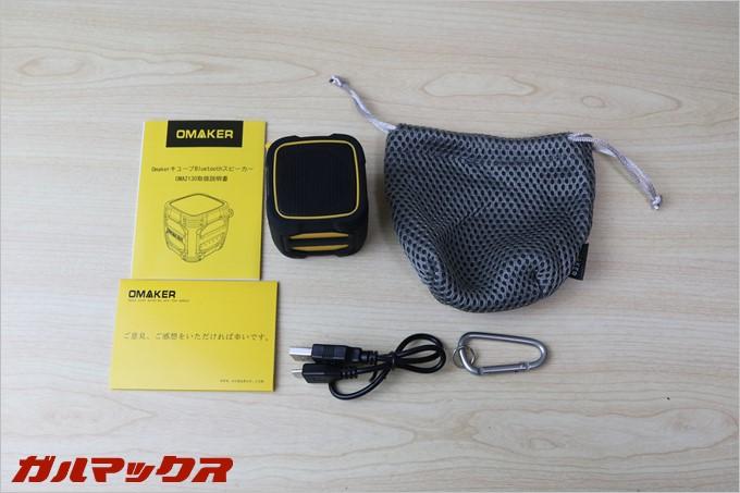 OmakerのW4Nの同梱物は、本体、USB充電ケーブル(MicroUSB)、持ち運び用のポーチ、カラビナ、説明書に会員勧誘カードが入ってます
