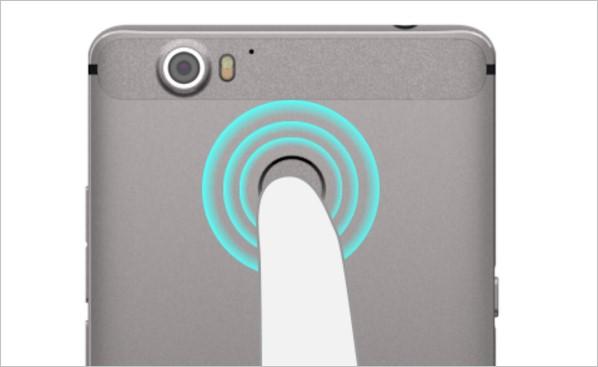 「g07」では使い勝手の良い指紋認証機能を搭載!