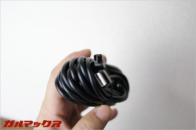付属の電源ケーブルはUSBタイプ。