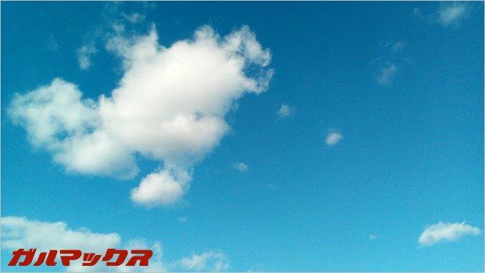 BLUBOO Edgeで青空を撮影