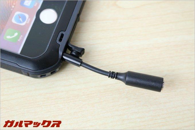 iPhone6s/6はイヤホンジャックが備わっているので延長ケーブルが付いています。