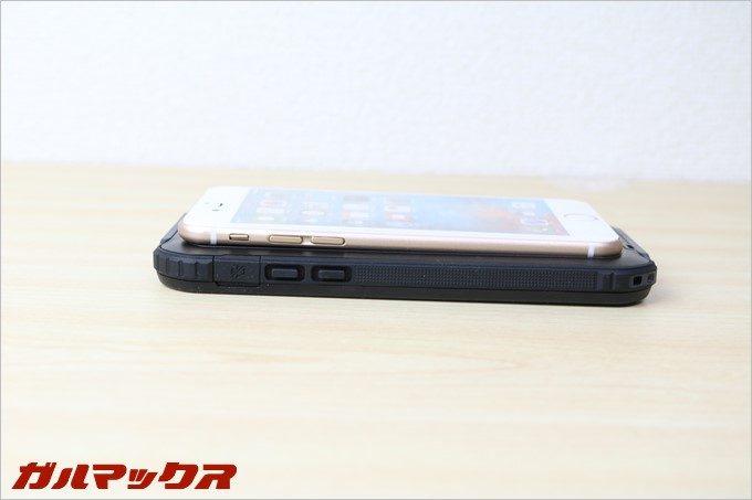 BESTEKの防水防塵iPhoneケースは見た目が非常に大きくゴツい