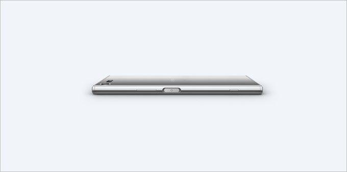 Xperia XZ Premiumの指紋認証ユニットは以前と変わらず本体右側面の電源ボタン一体型となっています。