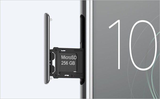 Xperia XZ Premiumは256GBの大容量カードに対応しています。