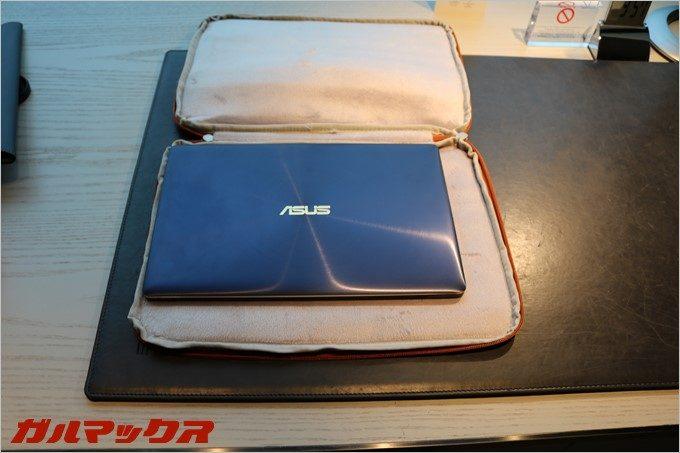 12.5型のZenBook3は余裕のよっちゃん。