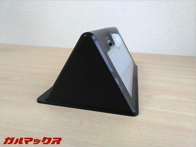 本体の形状は三角形で照射位置は調整できません