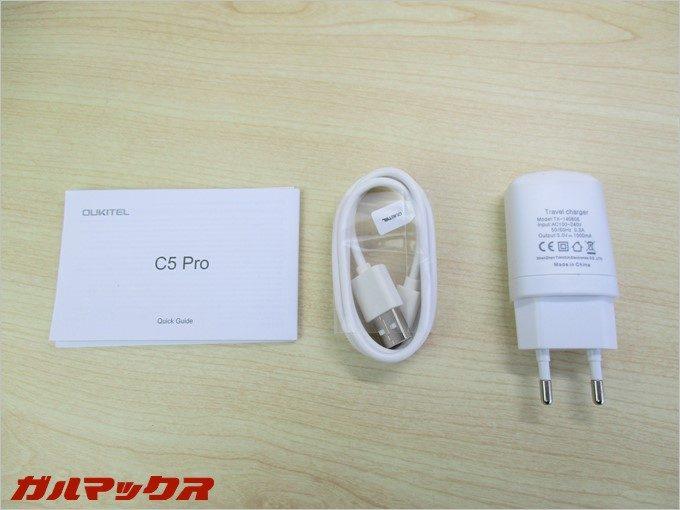 本体の同梱物には説明書、充電ケーブル、中国向け充電器が付属してます。