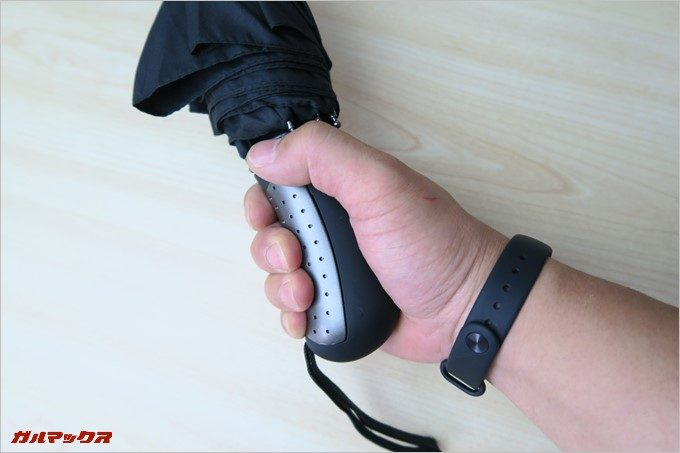 Tquens H100 Umbrellaのグリップは大型で握りやすい!