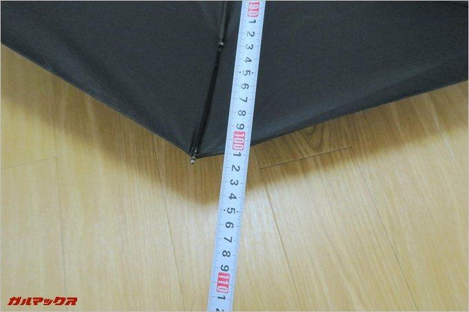 開くと100cmの大型折りたたみ傘!