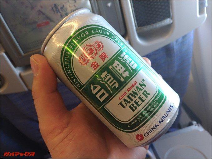 飛行機の機内で台湾ビールを堪能