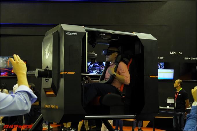 GIGABYTEではVRと体感型の搭乗記を利用したVRゲームが楽しめます。