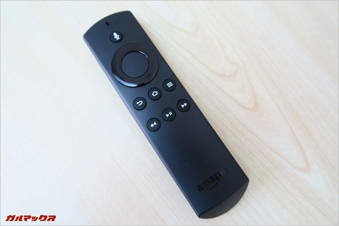 リモコンは音声認識機能も備えており、大きなカーソルと決定ボタンで直感的に操作可能です。