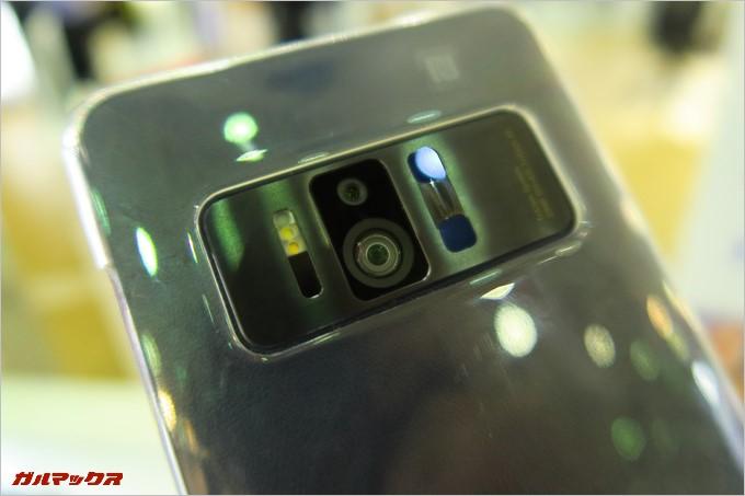 3つのカメラを搭載するTANGO