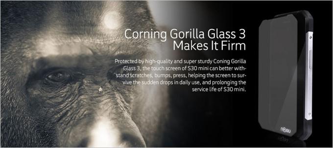 NOMU S30 Miniは強化ガラスと剛性の高いフレームを採用する事で耐衝撃性能も高い