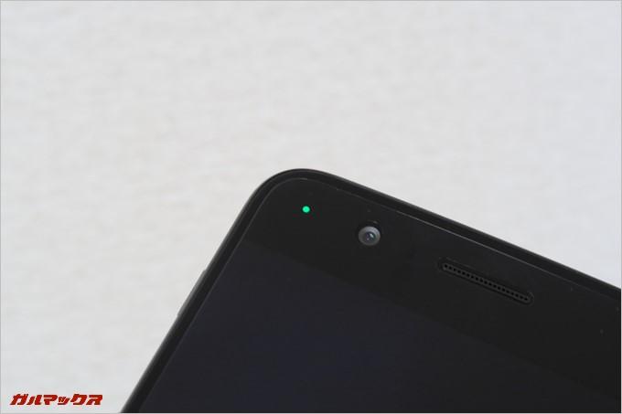 通知LEDは画面左上に備わっている