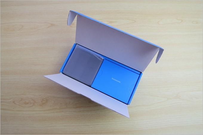 蓋を開けると綺麗に梱包されたPowerCore Fusion 5000が出てきた。